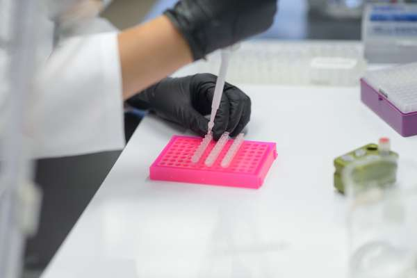 lab tech uses vials